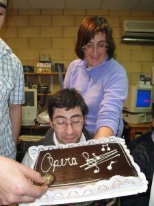 Uhmmm, mirando la tarta de chocolate con ojos golosones :P